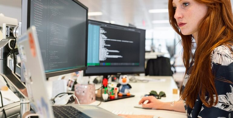 How to Find the Right Contract Software Engineer for Your Business